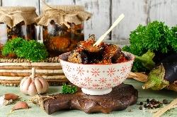 Пържен патладжан с доматен сос стерилизиран в буркани (зимнина) - снимка на рецептата
